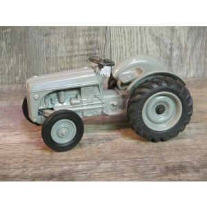 1/16 Ford 9N - 1995 National Farm Toy Museum 5th in Series II