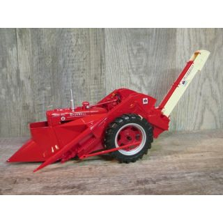 2007 IH Farmall Super M with mounted 2MH Picker