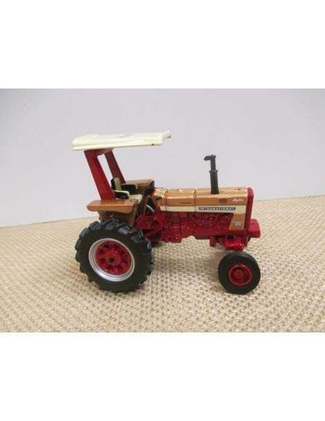 Farmall 656 Gold Demonstrator - 2017 NFTM Collector Tractor - 1/64